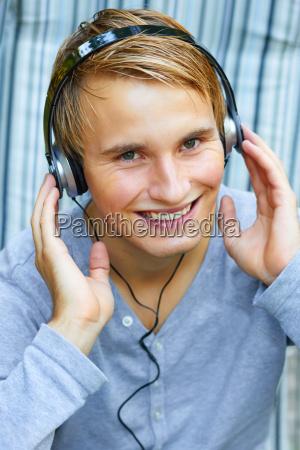 escuchar ocio musica masculino tecnologia auriculares