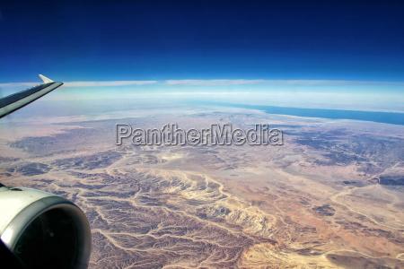 vuelo sobre desierto egipcio