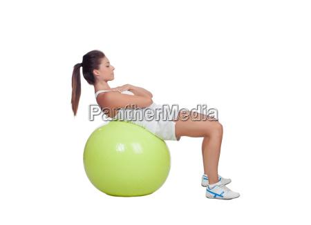 chica atractiva practicando el abdomen en