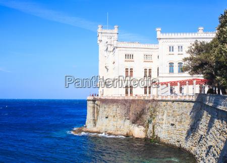 estilo de construccion arquitectura fuerte turismo