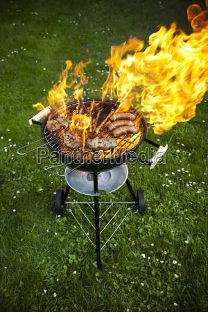 fuego parrillas calientes