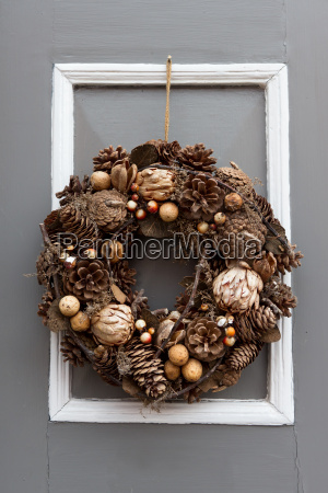 front door with seasonal jewelry