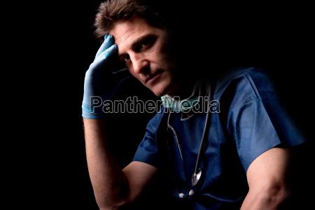 medico cansado