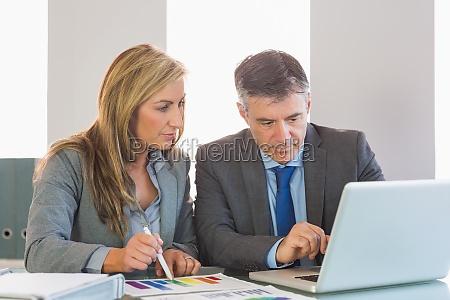 hombre, de, negocios, atento, que, muestra - 10209773