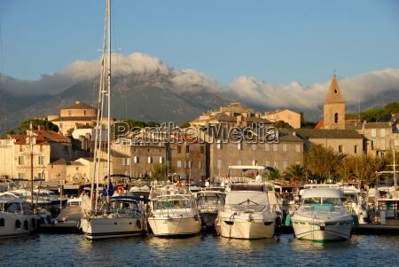 ciudad portuaria de saint florent en