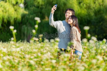 pares asiaticos de tomar una foto