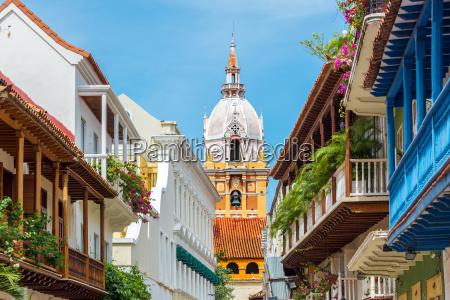 catedral y balcones