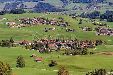 pueblo de montanya agricola en los