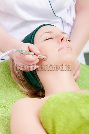 mujer pompa tratamiento masaje terapia facilitar