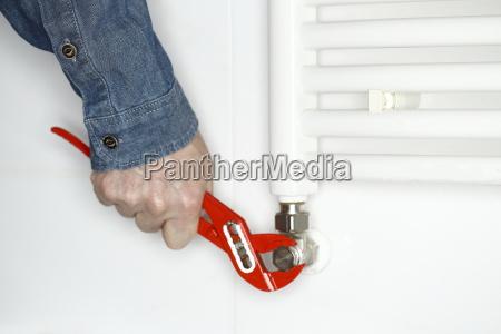 screw the radiator
