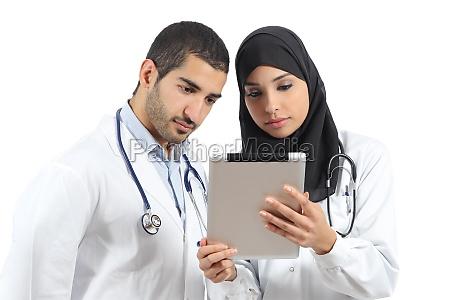 medicos arabes saudies que trabajan con
