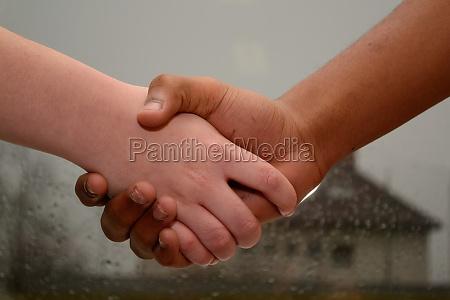 mano manos saludos piel color de