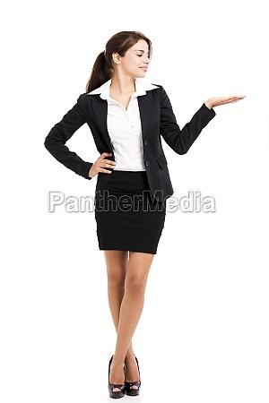 mujer de negocios mostrando algo