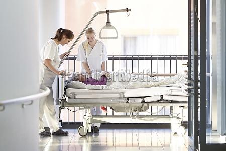 enfermeras para camas de hospital del