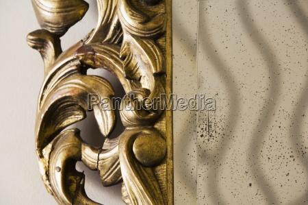detalle adornado espejo empanyado