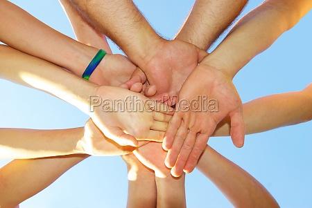 mano manos amistad apreton de manos