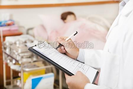 medico mujer escribir salud medicinal grafico