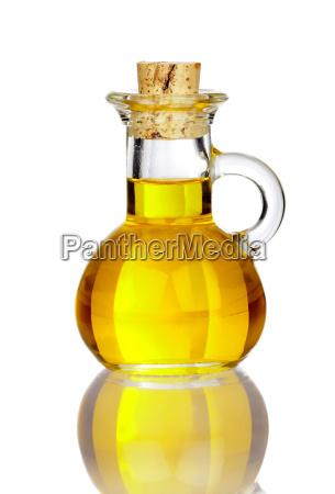 pequenya jarra de vidrio con aceite