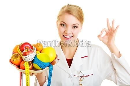 doctor que recomienda dietista alimentos saludables