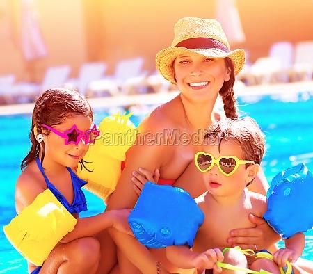 familia feliz en vacaciones de verano