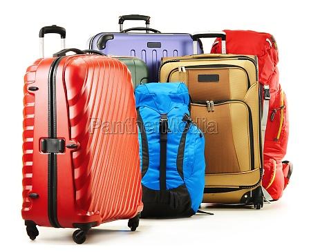 maletas y mochilas aislado en blanco