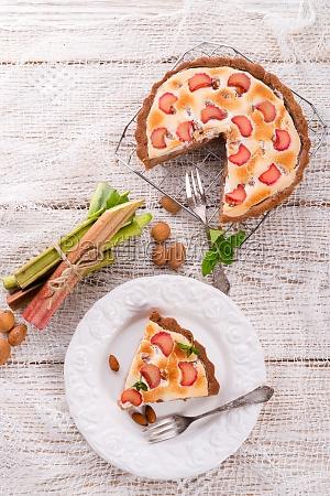 pasteles de ruibarbo con merengue y
