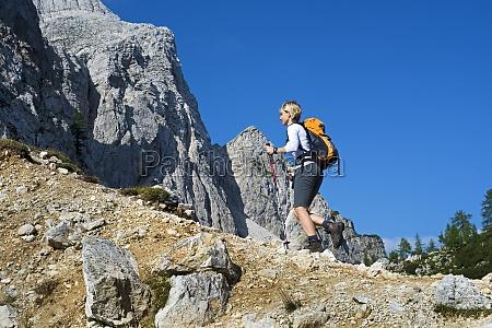 mujer ir paseo viaje enorme superior