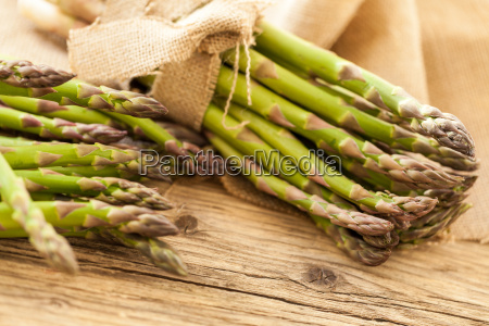 esparragos verdes saludables frescos como un