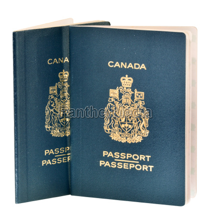 dos pasaportes canadienses aislados en blanco