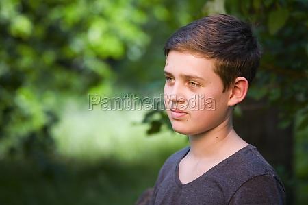 masculino persona adolescente ninyo bube