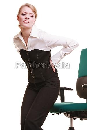 empresaria con dolor de espalda dolor