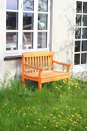 color ventana madera puerta al aire