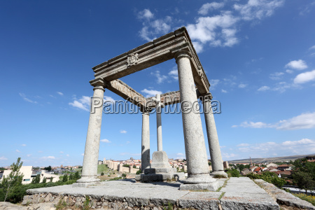 paseo viaje religion monumento piedra cruz