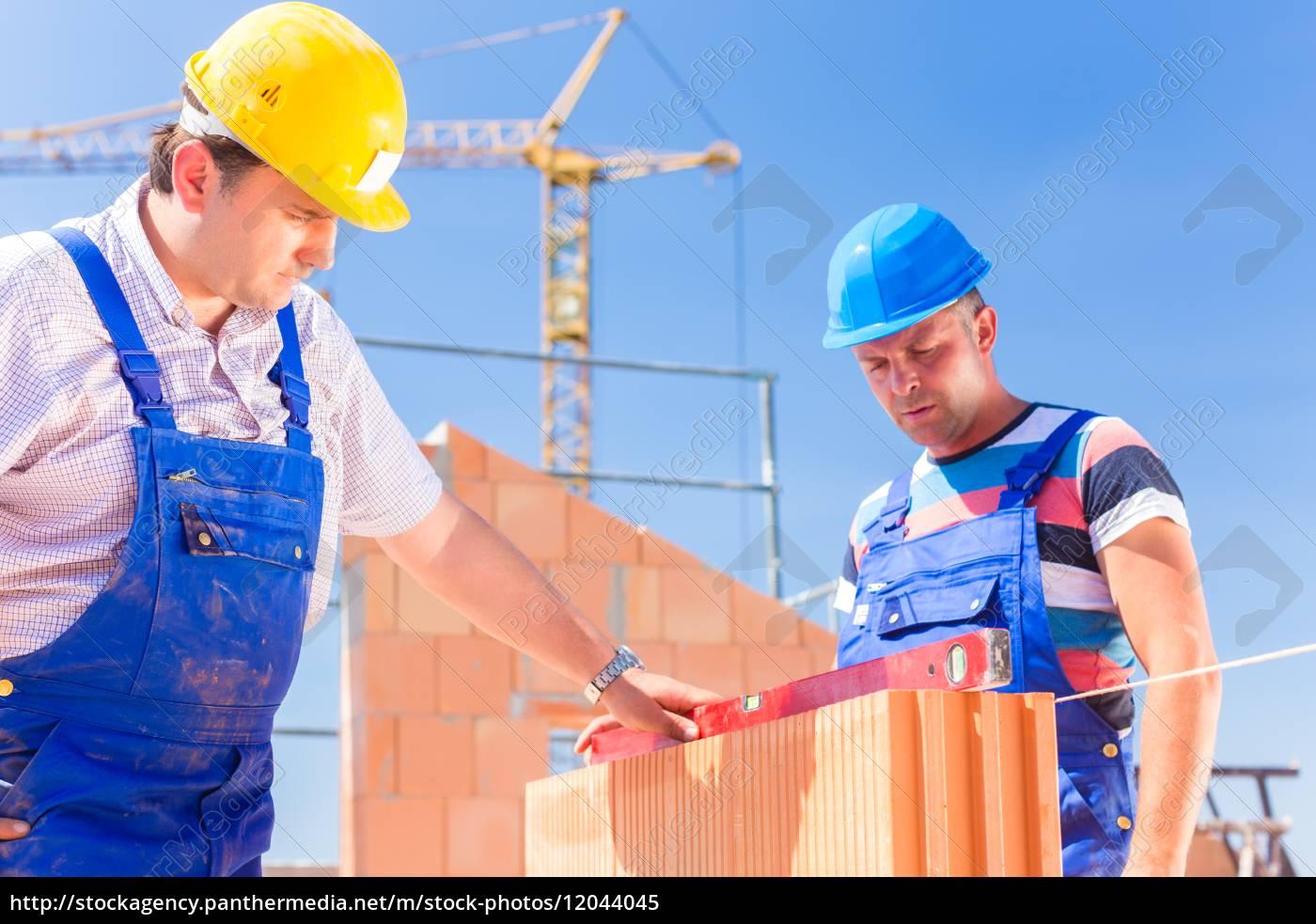 dos, trabajadores, de, la, construcción, en - 12044045