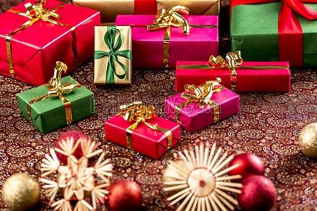 regalos de navidad en tela ricamente