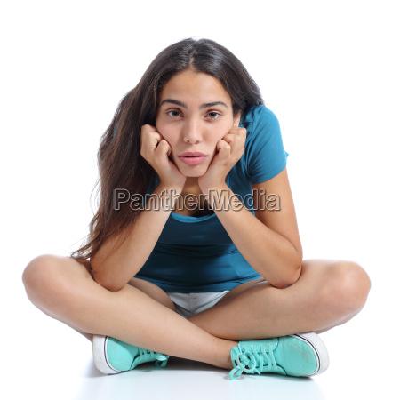 chica adolescente aburrido que se sienta