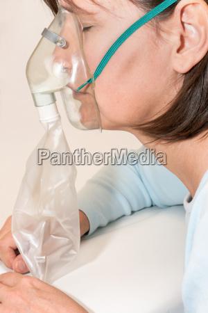 mujer medicinal dispositivo boca cara panico
