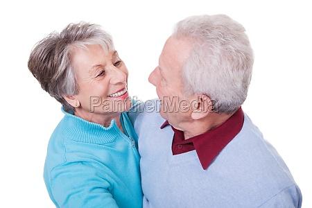 retrato de pareja senior bailando