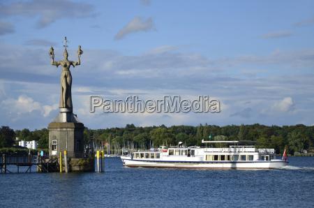 estatua de imperia en el puerto