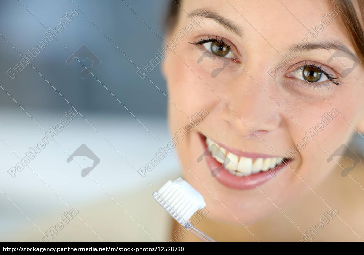 primer, plano, en, la, sonrisa, dentada - 12528730
