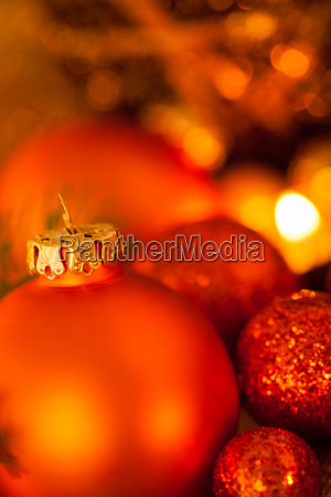 decoracion navidenya calida dorada y naranja