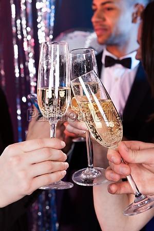 tostar de los amigos champan en