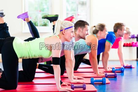 mujer estudio club gimnasio grupo aptitud