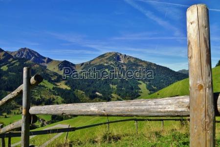 montanyas alpes caminata prados recinto esgrima