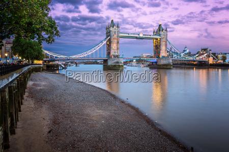 thames embankment and tower bridge en