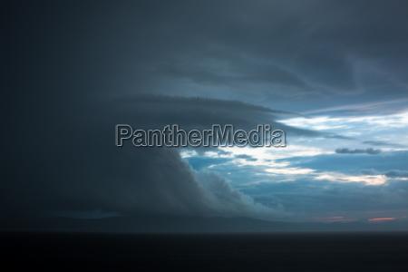 reuniendo nubes de tormenta en un