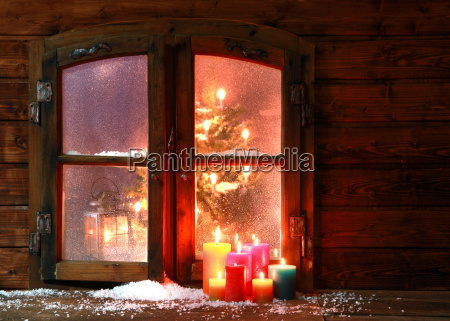 la nieve y las velas en