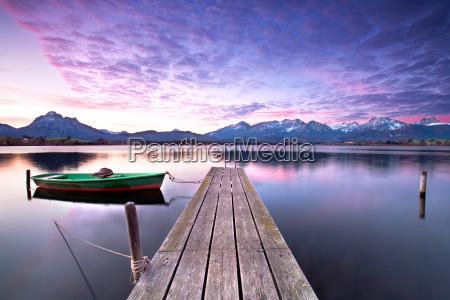 bote de remos en el lago