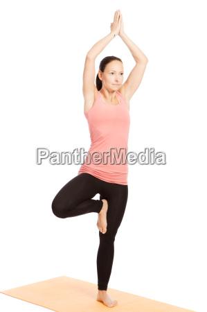 ejercicios de yoga en el tapete
