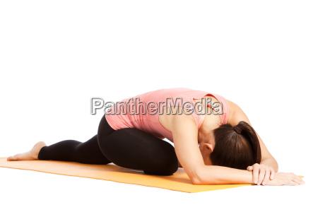 ejercicio de yoga en la esterilla